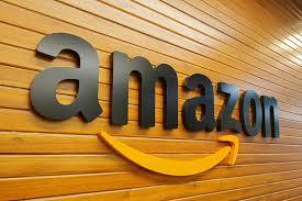 Immagine per la news Bezos ascolta le critiche e alza i salari.
